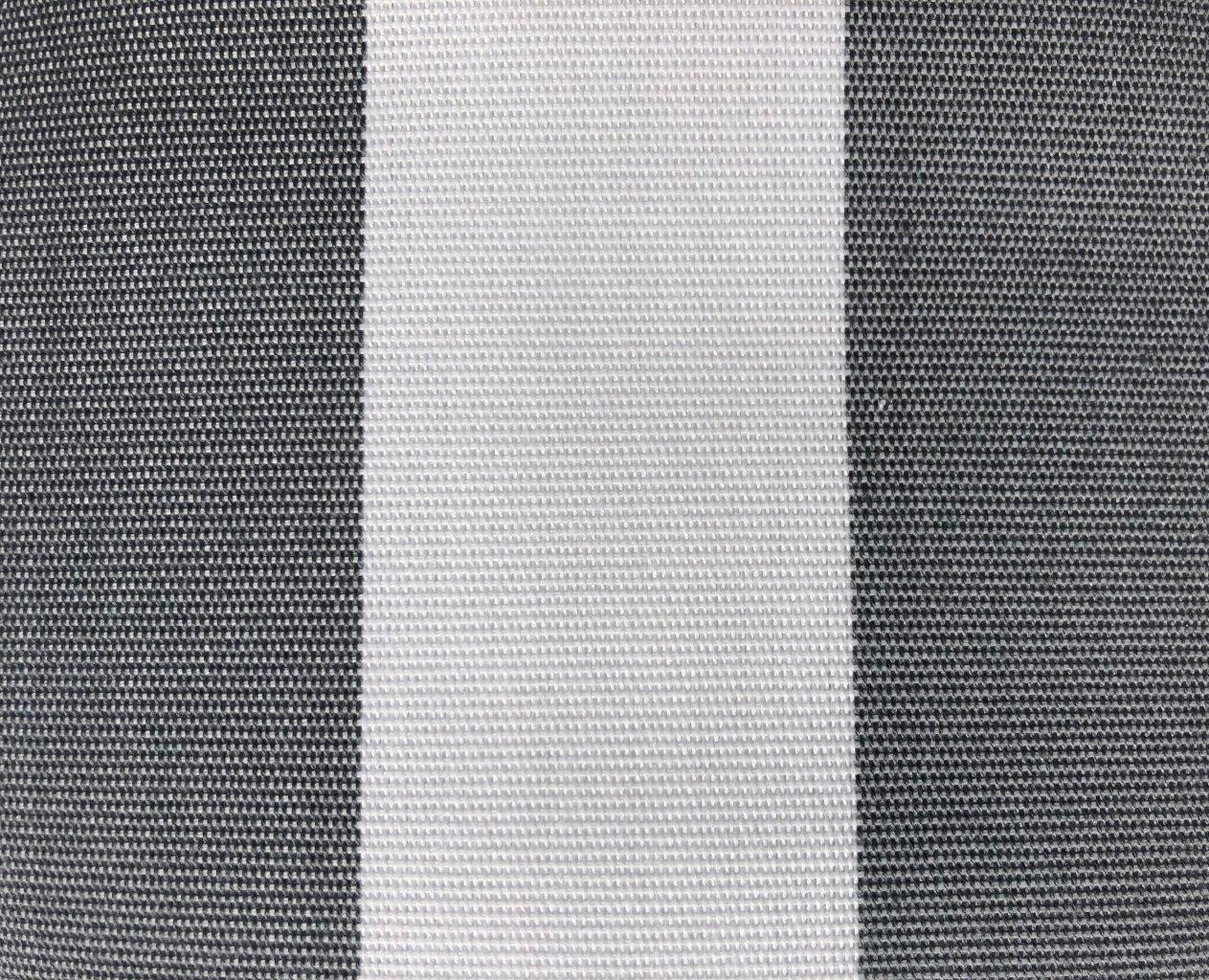 grau-weiß gestreift